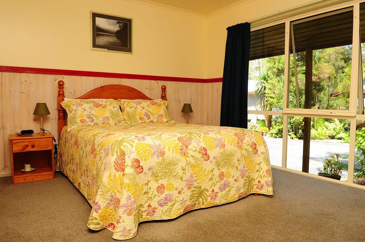 Esplanade.-Three-bedroom-house.-Unit-6.-Queen.
