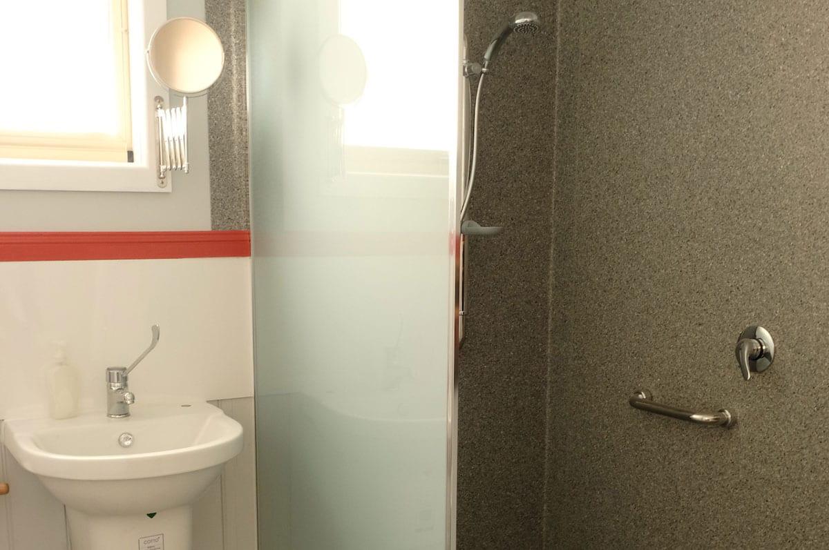 Walk-in-shower.-Tasman.-3-bedroom-house.-Innes-St